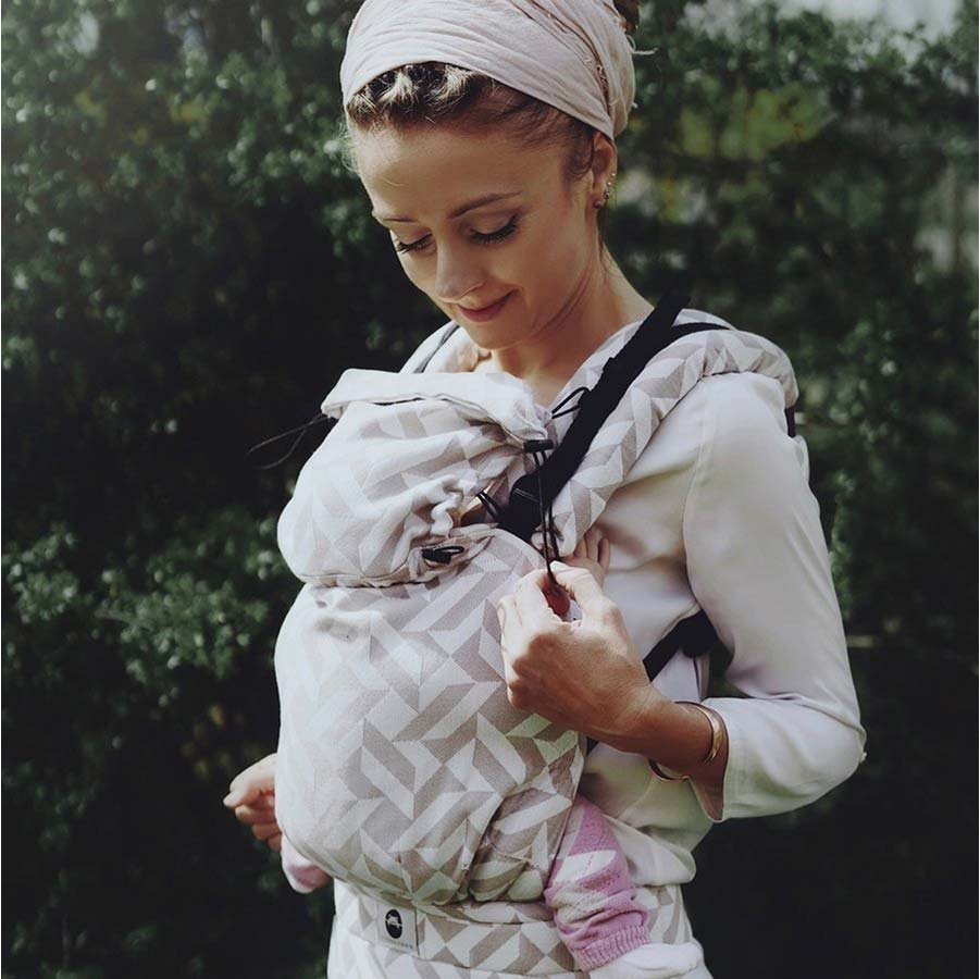 Little Frog Baby Carrier Is Great For Summer Babywearing