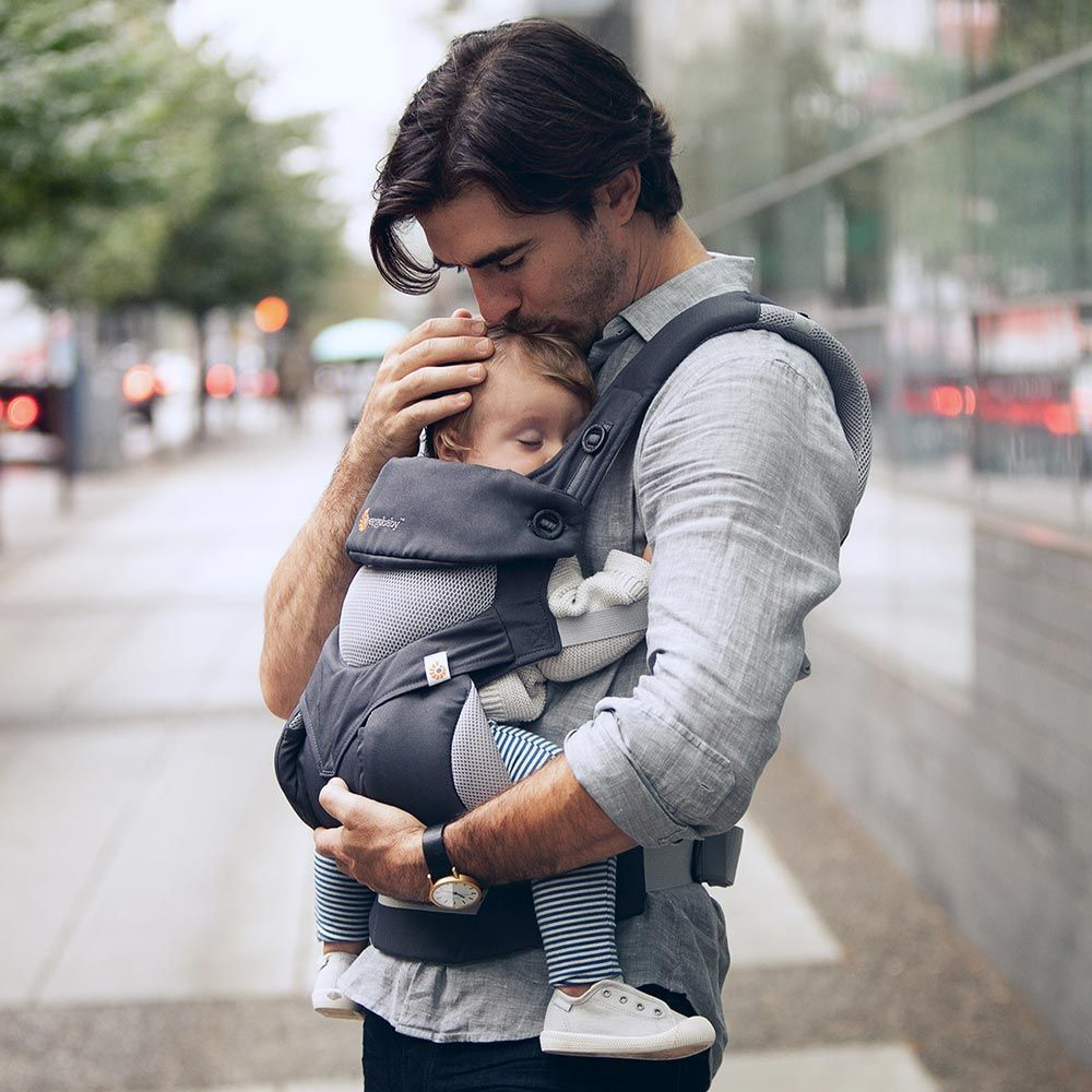 The Ergobaby Omni, ADAPT, and 360 carriers are all available in mesh options. The outer layers of the main body consist of a mixture of twill fabric and mesh fabric - a cooler option than the standard Ergobaby carriers.